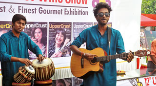For the first time at the Show, live folk music is rendered by artists from the National Streets for Performing Arts